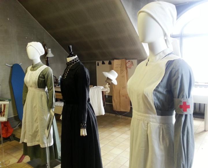 Melihat dari dekat koleksi kostum 'Downtown Abbey' di SpadinaHouse